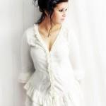 Frau in Weiß romantisch sinnlich